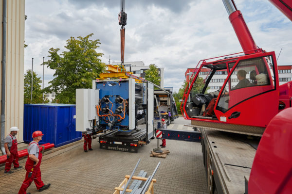 Die Anlieferung von Maschinen langfristig planen