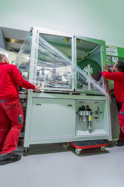 Montage und Einbringung von Maschinen mit Schwerlastrollen Moppel
